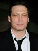 Photo Holt McCallany