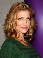 Photo Tricia Helfer