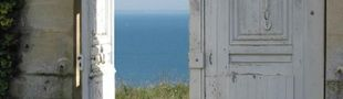 Illustration Appartement dont une des portes ouvre directement sur la mer