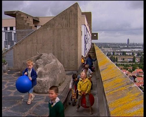 Dans la maison radieuse documentaire 2005 senscritique for Aoutats dans la maison