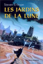 Couverture Les Jardins de la Lune - Le Livre Malazéen des Glorieux Défunts, tome 1