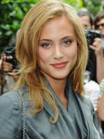 Photo Nora Arnezeder