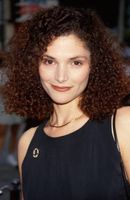 Photo Mary Elizabeth Mastrantonio