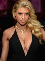 Photo Charlotte McKinney