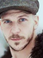 Photo Gustaf Skarsgard