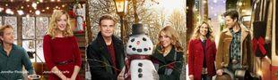 Cover Affiches de films de Noël avec des couples blancs hétérosexuels vêtus de rouge et de vert