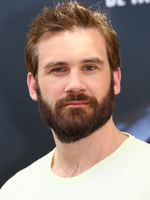 Photo Clive Standen