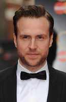 Photo Rafe Spall