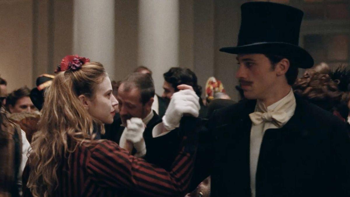 Le Bal des folles - Film (2021) - SensCritique