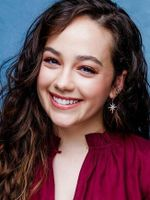 Photo Mary Mouser